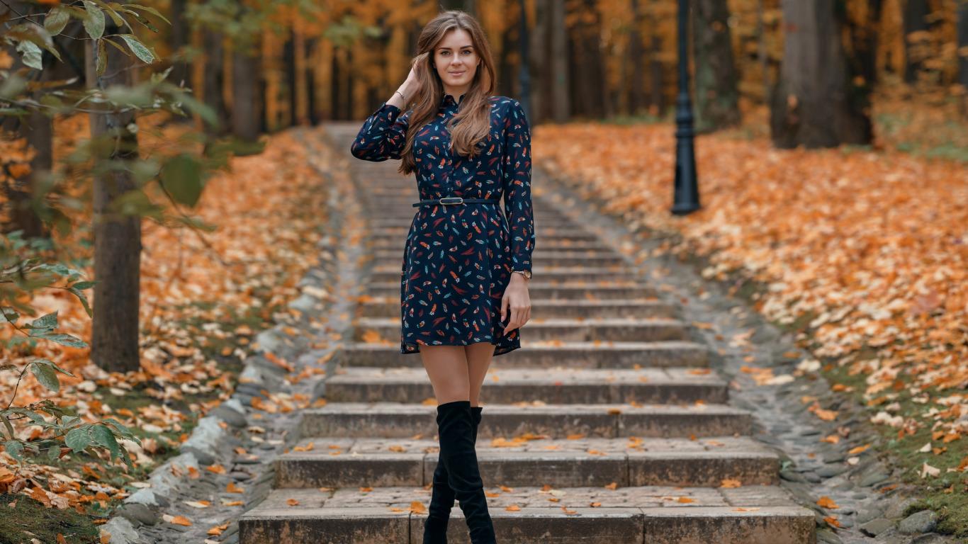 девушка в осеннем платье